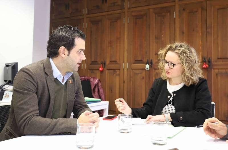 Reunión de Pilar Sarrión, y el alcalde de Paterna, Juan Antonio Sagredo. EPDA
