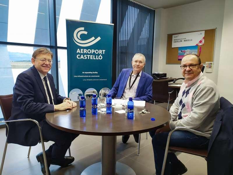 Ximo Puig reunido hablando sobre el futuro del aeropuerto de Castellóm. -EPDA