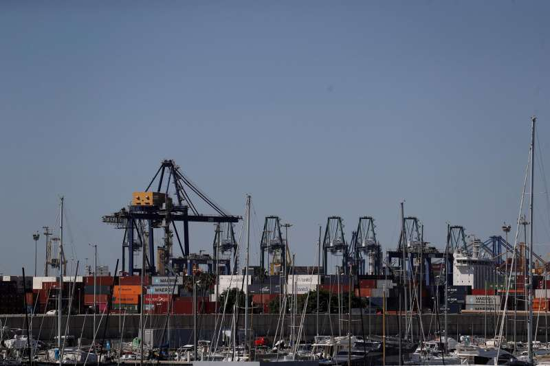 Vista general del puerto de València desde Nazaret-La Punta. EFE/Manuel Bruque/ Archivo