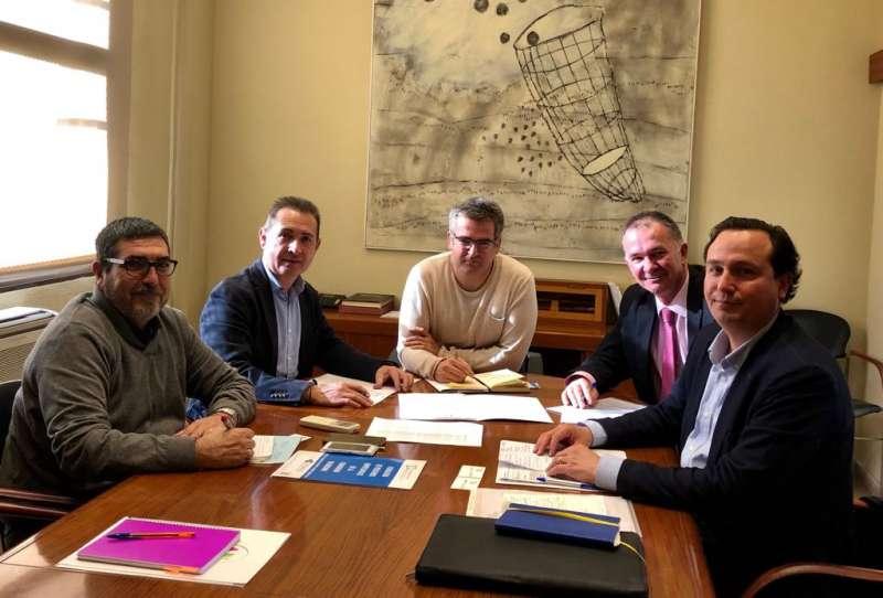 Representantes de FEPEVAL y ASIVISA, en reunión con Ajuntament de Xirivella con su alcalde Ricard Barberà, el teniente alcalde Michel Montaner y el concejal de promoción económica Paco Navarrete.