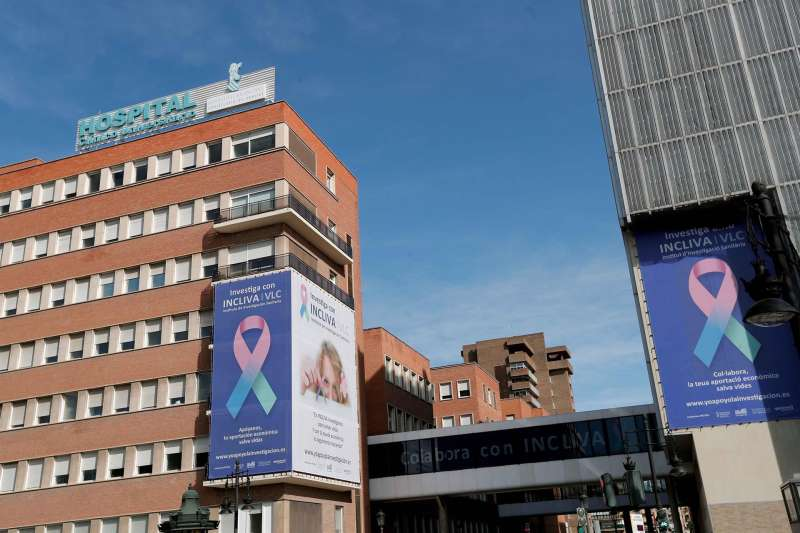 Vista parcial del Hospital Clínico Univeritario de València. EFE/Kai Försterling/Archivo