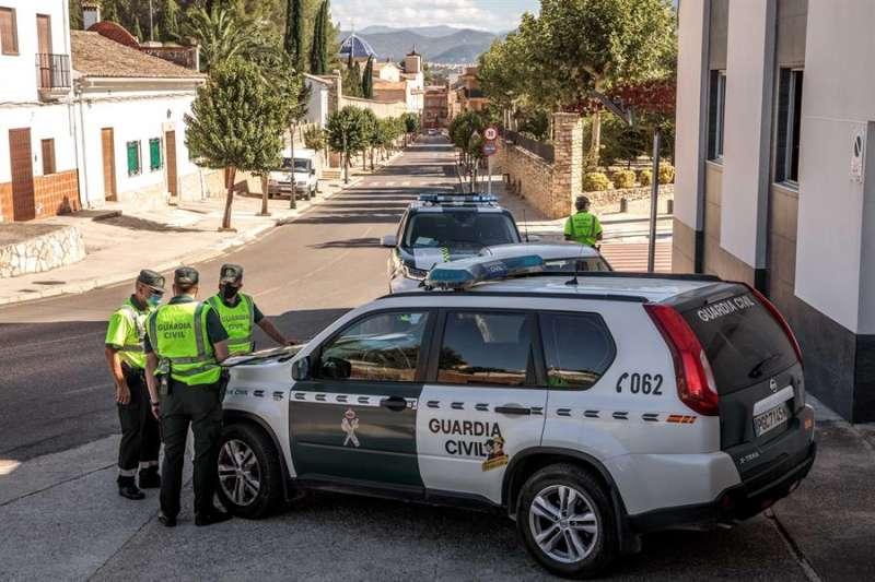 Imagen de archivo de una patrulla de la Guardia Civil. EFE