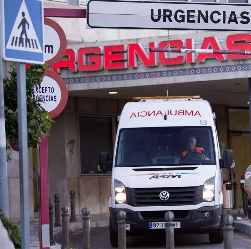 Una ambulancia en Urgencias de un hospital. EFE/Archivo