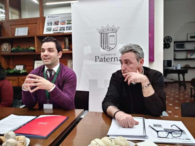 El alcalde de Paterna, Juan Antonio Sagredo y el jefe de Promoción Económica, José maría Martínez.