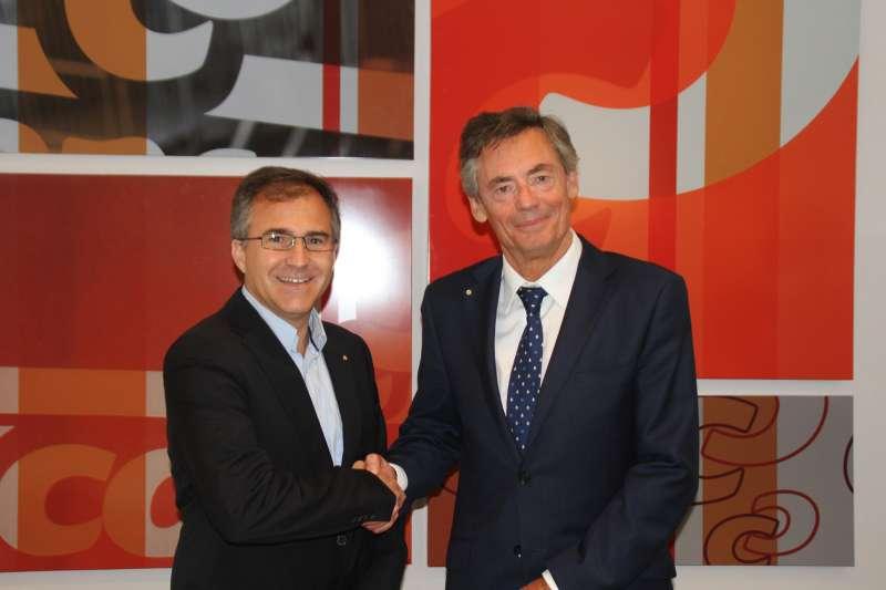 Firma del acuerdo entre Consum y Cruz Roja.