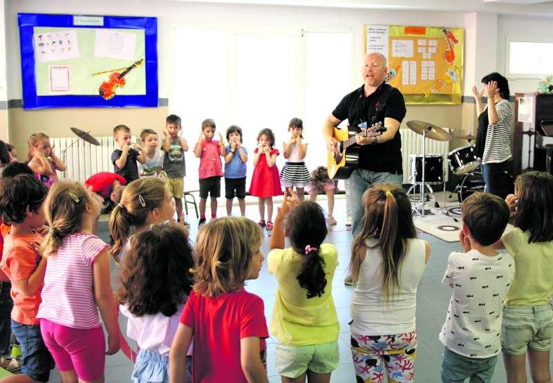 Aprendizaje activo en las clases de inglés de los sábados de Caxton College. / EPDA