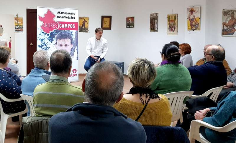 Andrés Campos ante militantes socialistas.
