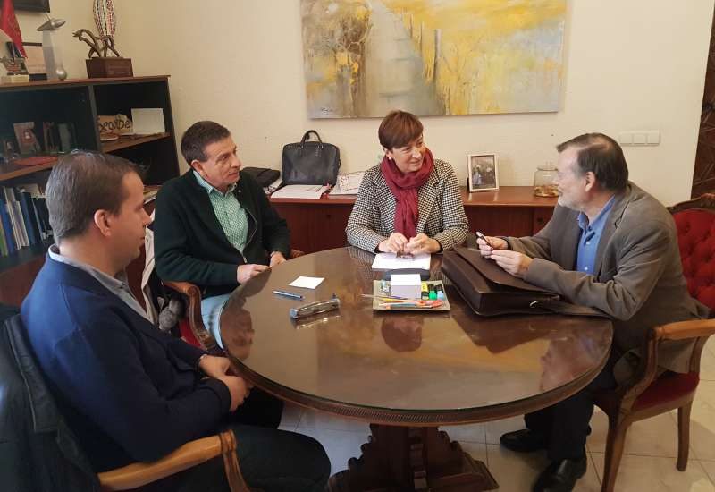 Manuel Gomicia se reunió con responsables municipales