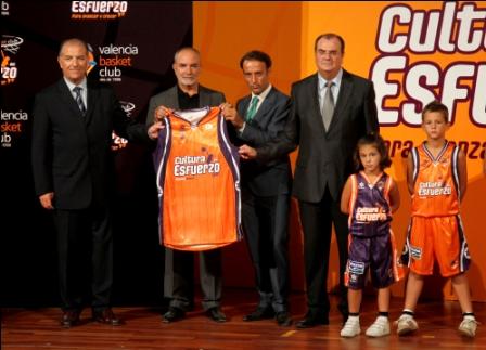 Momento de la presentación de la nueva equipación del Valencia Basket Club para la temporada 2011-12. Foto gva.es