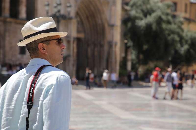 Un turista por el centro de València. EPDA