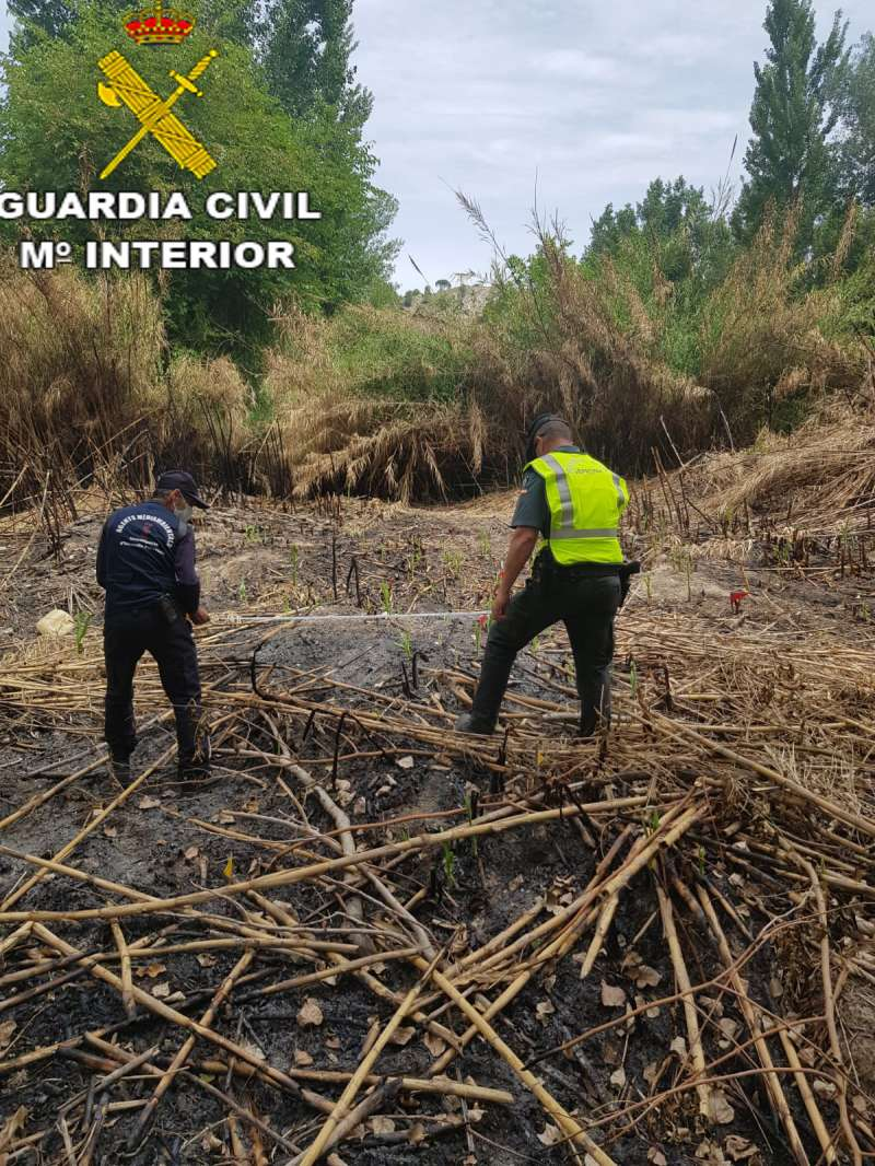 Imagen de la Guardia Civil investigando los incendios forestales.