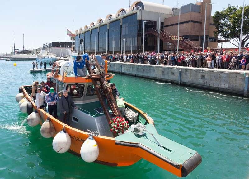 Cristo del Grao llegando en barca // Manuel Guallart
