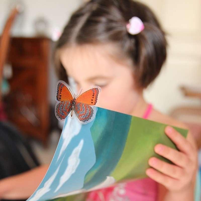 Imatge recurs de una noia al Club de Lectura de Rafelbunyol -EPDA