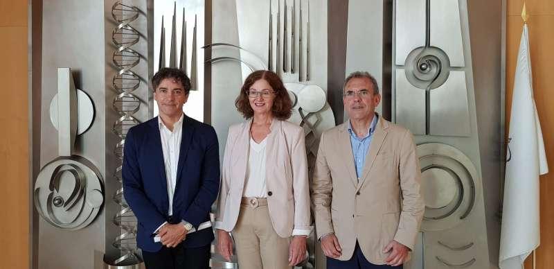 Francesc Colomer y la directora de la Fundación Comunidad Valenciana Centro de Investigación Príncipe Felipe, Deborah J. Burks. GVA