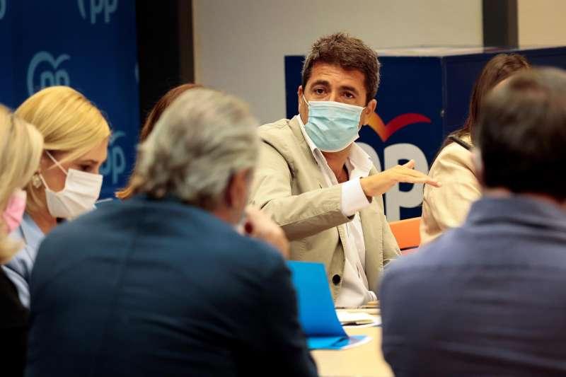 El presidente del PPCV, Carlos Mazón, durante la reunión con los diputados en el Congreso y senadores del partido en la Comunitat.