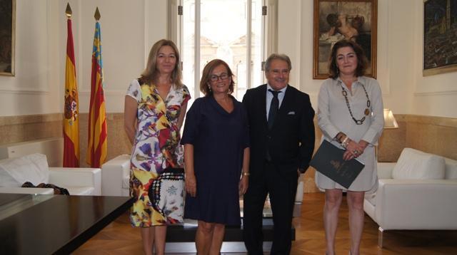 El presidente Rus junto a la alcaldesa de Rocafort, Amparo Sampedro. FOTO: DIVAL