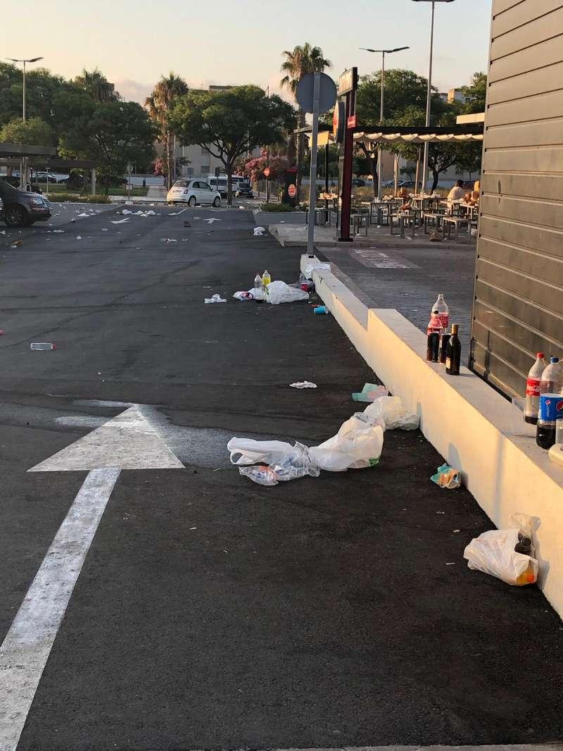 Calles de bBenicàssim con una falta de limpieza.