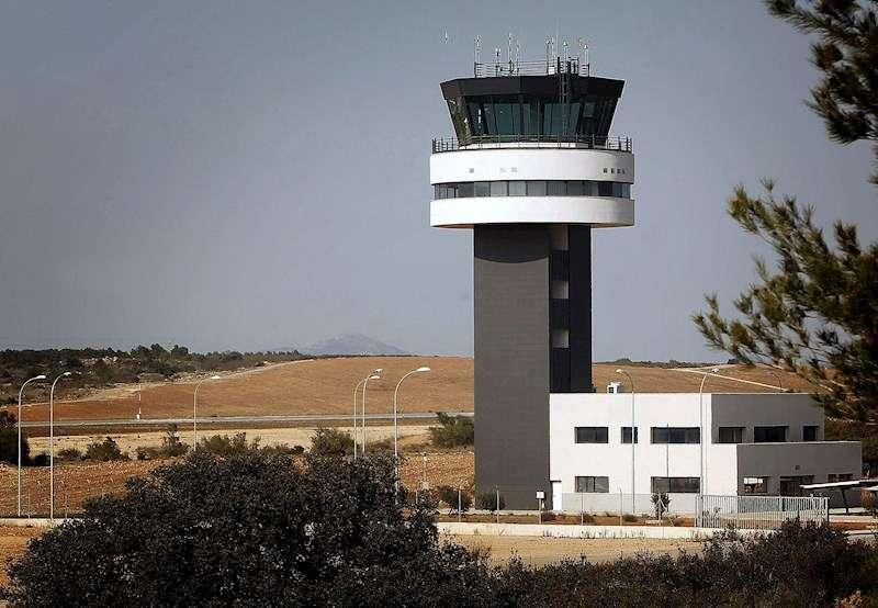 Fotografía de archivo de la torre de control del aeropuerto de Castellón. EFE/Domenech Castelló