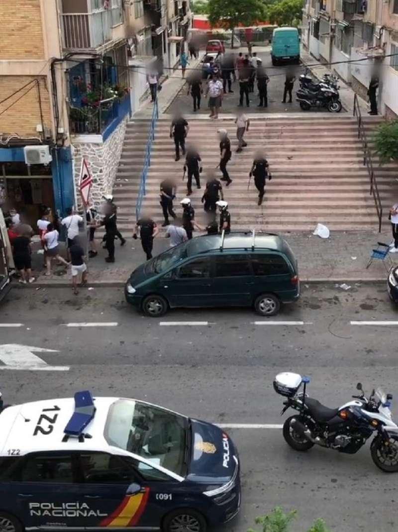Cinco policías nacionales heridos y 11 detenidos en una disputa entre clanes en Alicante. Foto cedida por la Policía Nacional