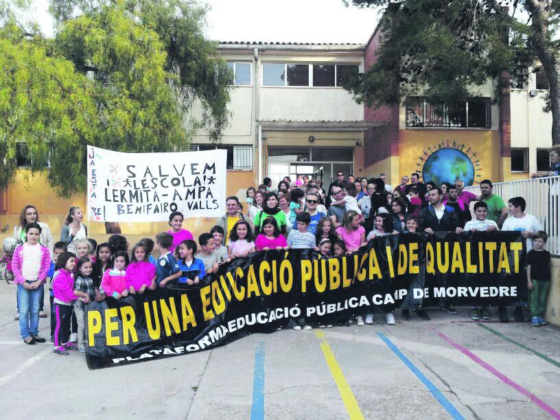 Imagen de una de las concentraciones reivindicativas que realizan cada día los alumnos