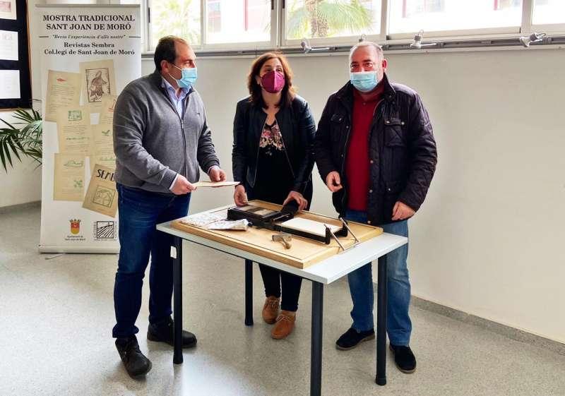 El alcalde, Vicente Pallarés, junto a los concejales Julián Torner y Rosario Robres, en la exposición/EPDA
