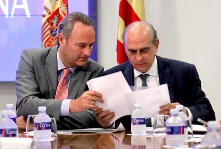 El President Fabra y el Ministro del Interior, Jorge Fernández Díaz, han presidido la reunión de coordinación con motivo de los incendios que han afectado a la Comunitat en los últimos días. Foto EPDA