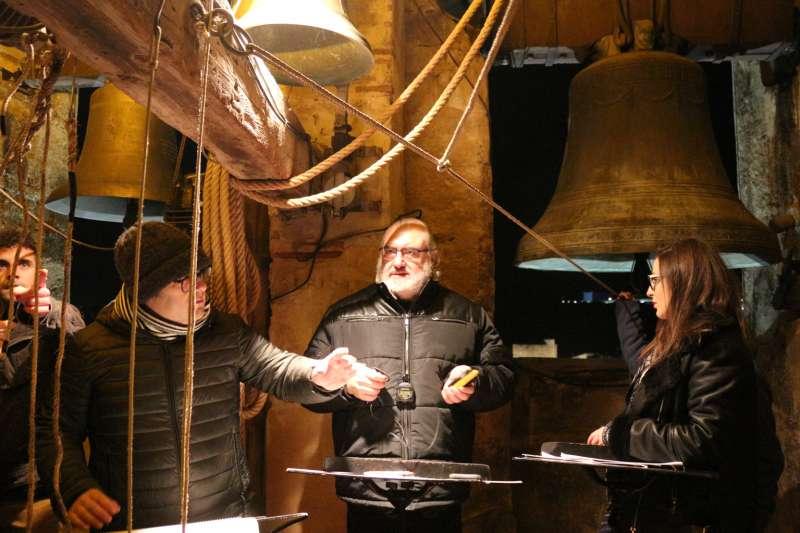 Hervás Lino en la dirección del concierto