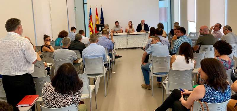La consellera de Agricultura, Desarrollo Rural, Emergencia Climática y Transición Ecológica, Mireia Mollà, durante la reunión con los representantes de los Grupos de Acción Local (GAL). EPDA