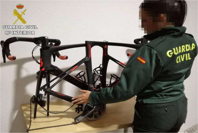 Parte de una de las bicicletas intervenidas por la Guardia Civil. EFE