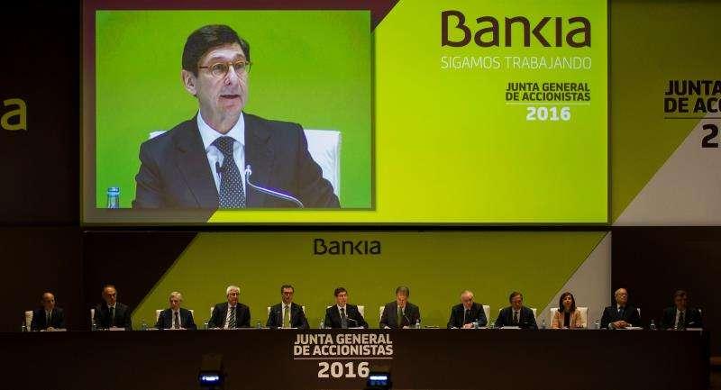 El presidente de Bankia, José Ignacio Goirigolzarri (c), preside una junta de accionistas de Bankia. EFE/Archivo
