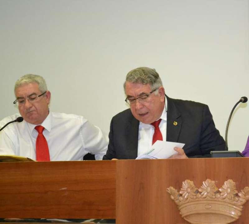 Salvador Vidal y José Antonio Sancho cuando éste aún era secretario municipal de Canet. FOTO P. V.