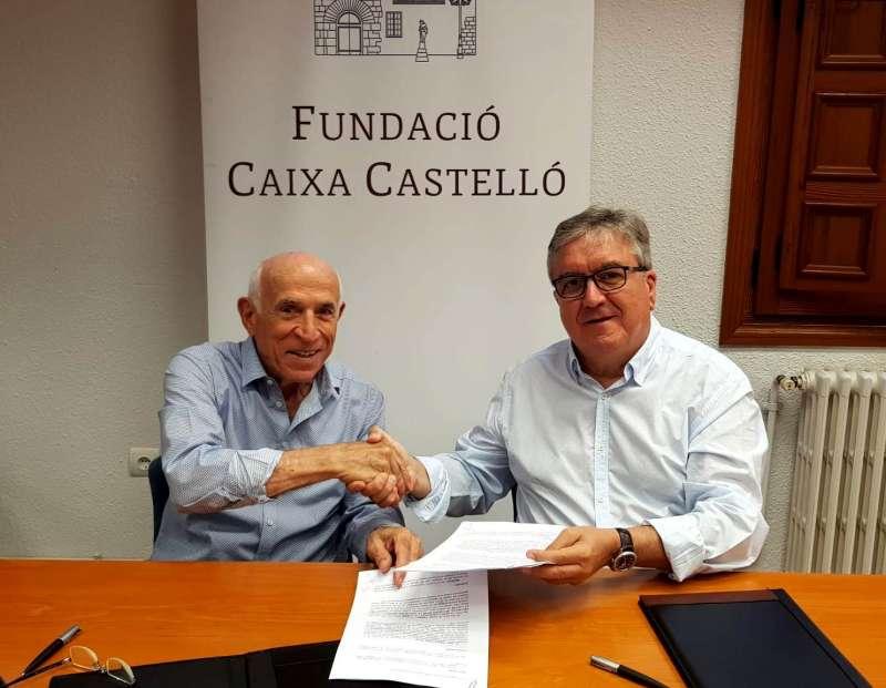 Juan Antonio Llopis Nicolau y Carlos Camahort Carmona, firmando el convenio. FUNDACIÓ CAIXA CASTELLÓ