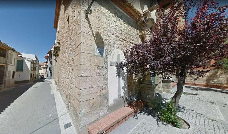 INscripción junto a la puerta de acceso a la iglesia de El Toro
