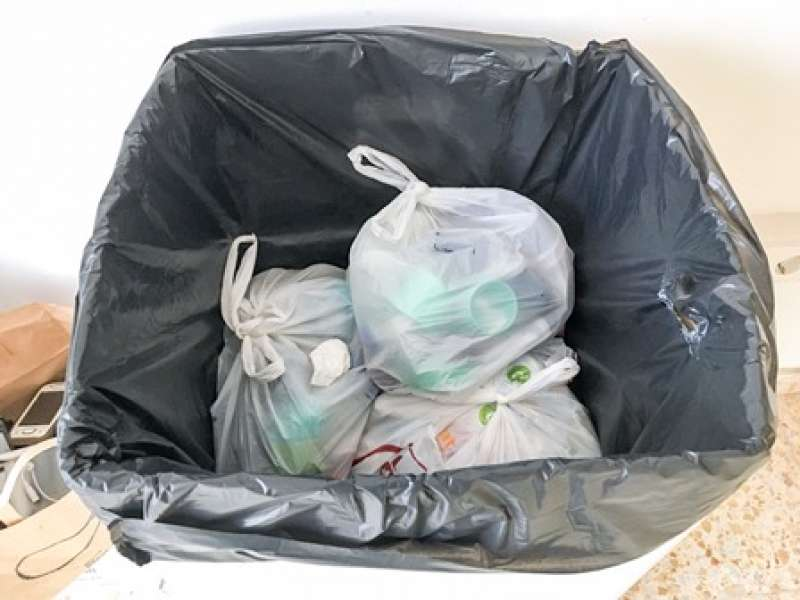 Contenedor de tapones reciclados. EPDA