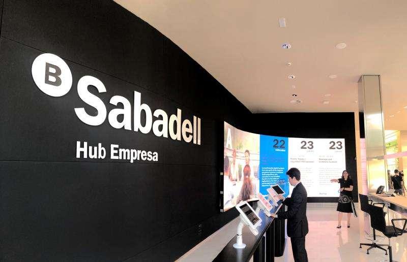 Una imagen del acto, facilitada por el Banco Sabadell. EFE