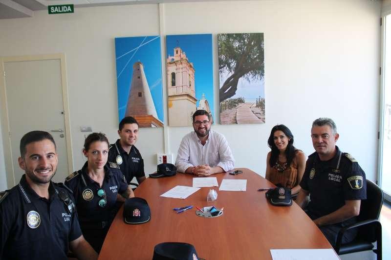 Los nuevos agentes de la Policía Local de Canet. EPDA