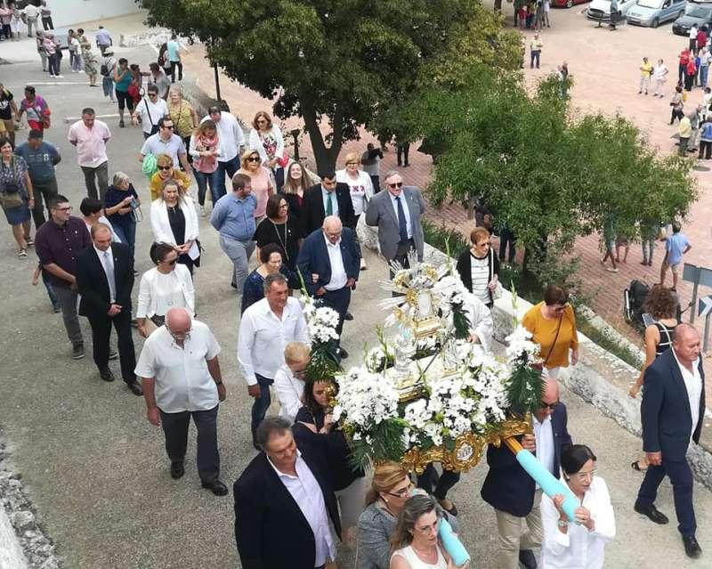 Imagen de la Virgen en procesión