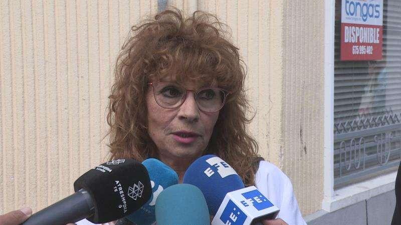 La vecina de la mujer degollada atiende a las preguntas de EFE TV. EFE