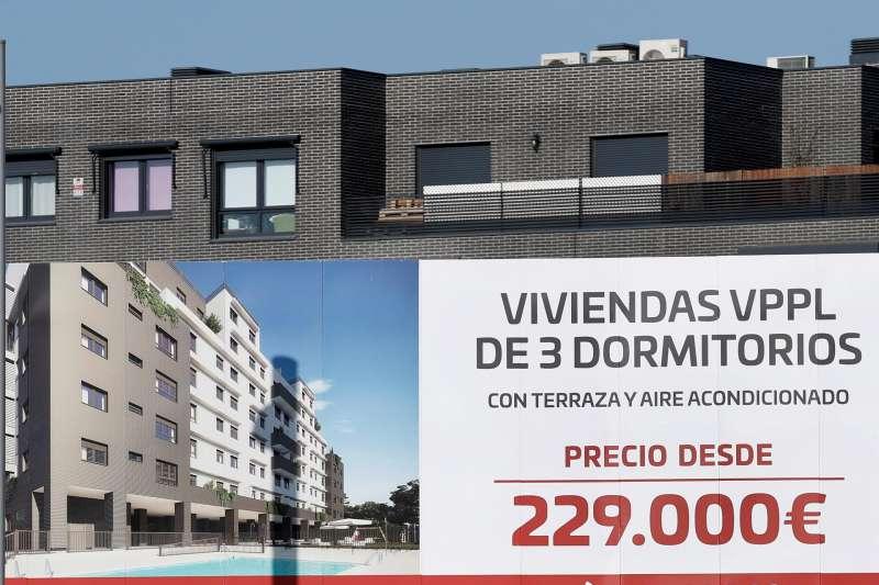 Vista de una promoción de pisos nuevos en venta.