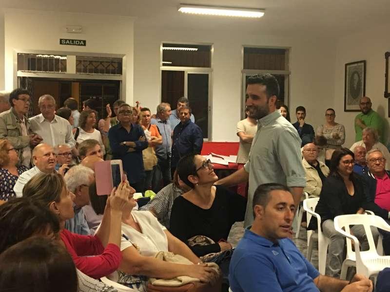 Darío Moreno saludando a los militantes. EPDA