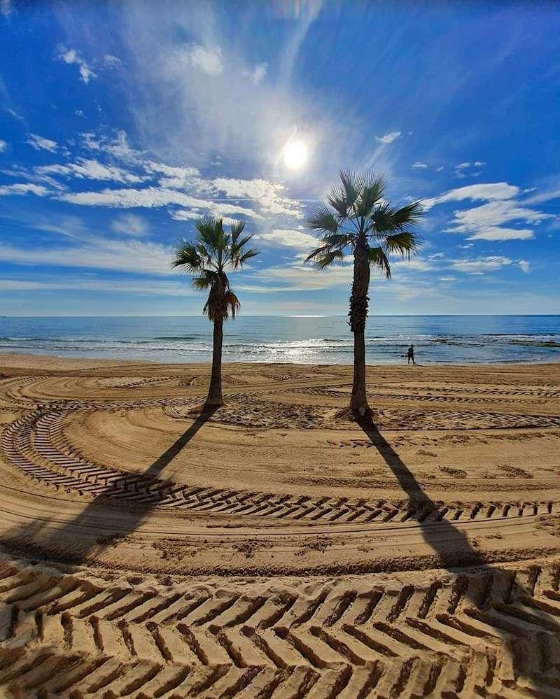 Imagen promocional de Costa Blanca compartida en redes por el Patronato.