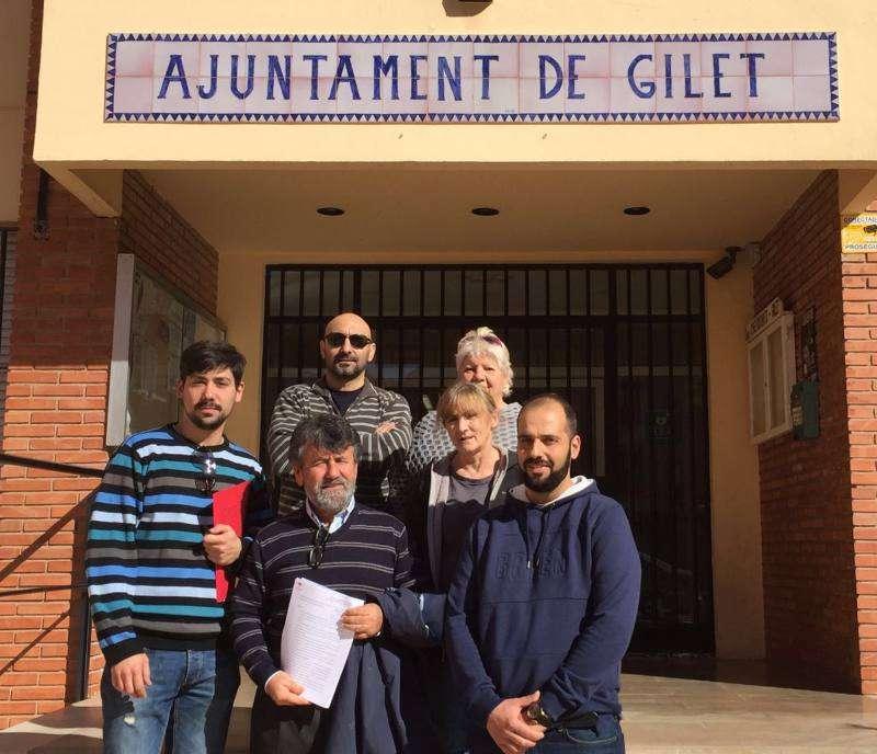 El coordinador comarcal de EUPV con el portavoz del Grupo Municipal de EU en el ayuntamiento de Gilet. EPDA