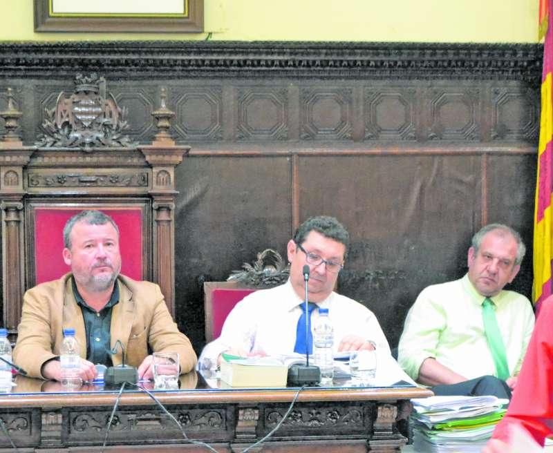El alcalde, el secretario municipal y el interventor. EPDA