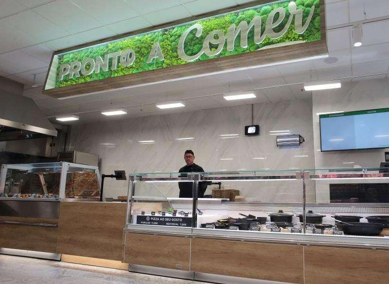 Interior del primer supermercado de Mercadona en Portugal. EFE