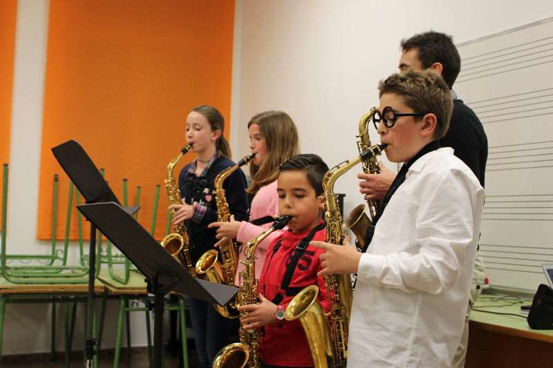 Algunos de los alumnos de la Escuela de la Unión Musical Porteña
