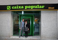 Imagen de la entrada de la sucursal abierta en Alcoi
