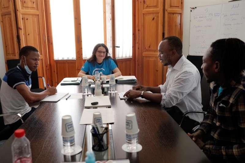 La vicepresidenta del Consell, Mónica Oltra, durante la reunión que ha mantenido con los representantes de la Asociación Supervivientes Aquarius 2018. EFE/Kai Försterling