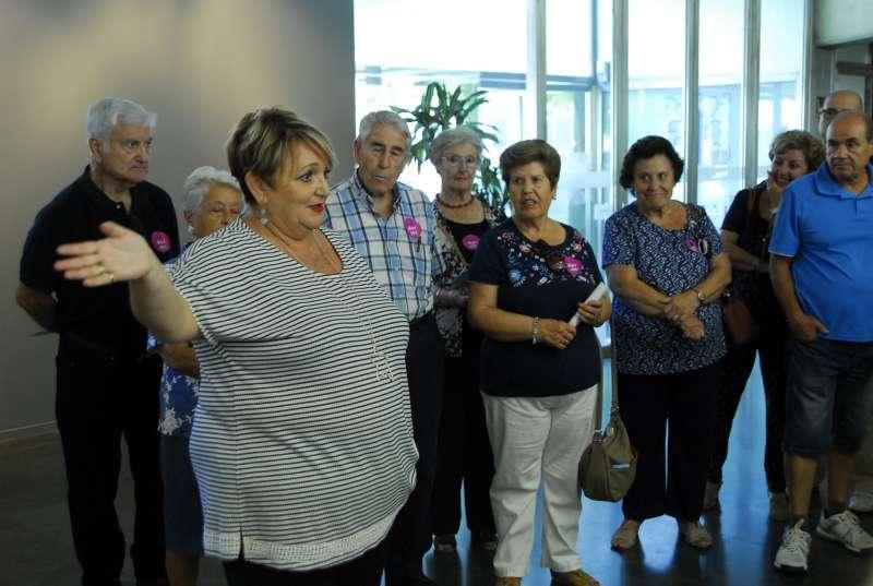 La diputada Mercedes Berenguer durante la visita al MuVIM