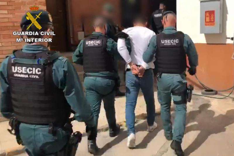 Captura de un video facilitado por la Guardia Civil, de la detención EFE/Guardia Civil
