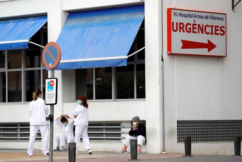 Imagen de archivo de la puerta de urgencias de un centro hospitalario. EFE/ Manuel Bruque/Archivo